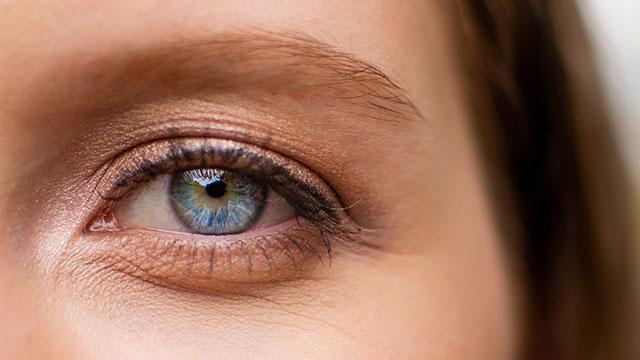 まぶたのたるみ、眼瞼下垂の手術はしなくていい?心がけたいアイケアとセルフ二重術はコレ!